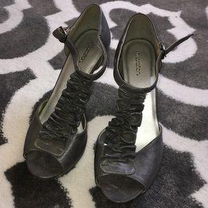 Adorable Gray Ruffle Detail heels 👠